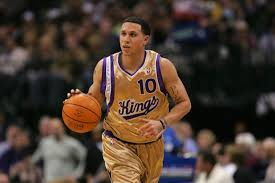fadd745bf7a5 The Kings made gold and purple jerseys in  05 as alternate uniforms